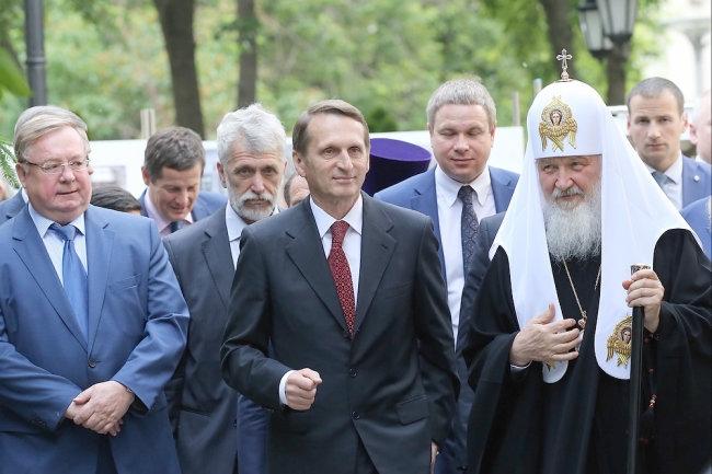 Путин создает сеть элитных обществ для людей во власти