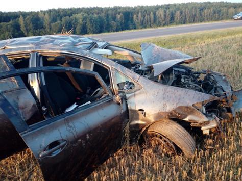 Под Логойском молодой водитель на Toyota вылетел в кювет и опрокинулся