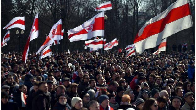 Лукашенко резко против российской военной базы и зовет народ к обороне. Что это значит?