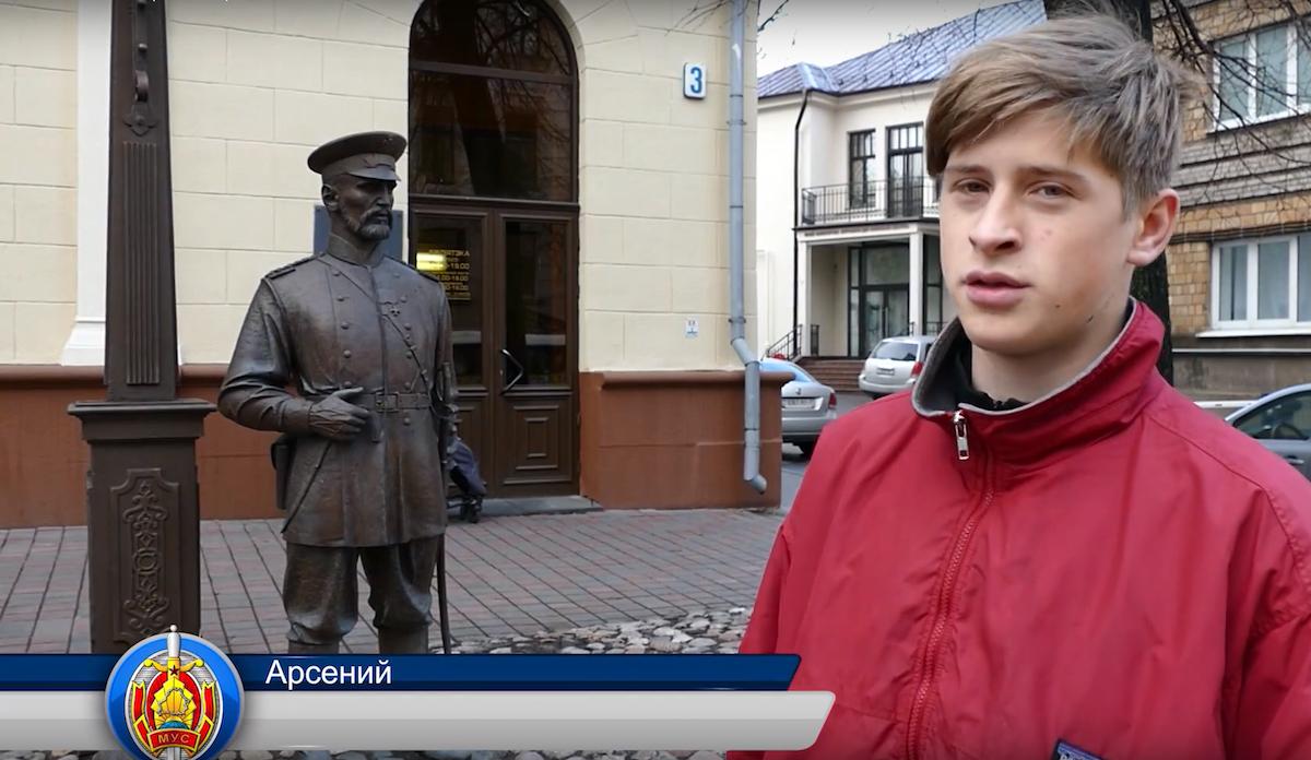 ВМинске полиция заставила подростка извиниться перед скульптурой