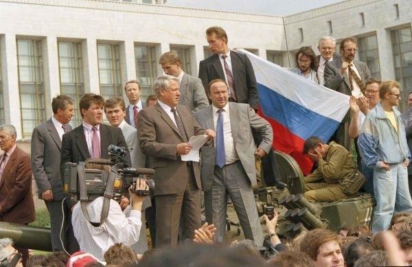 "Как ""личная гвардия"" Путина построилась на Рублевке"