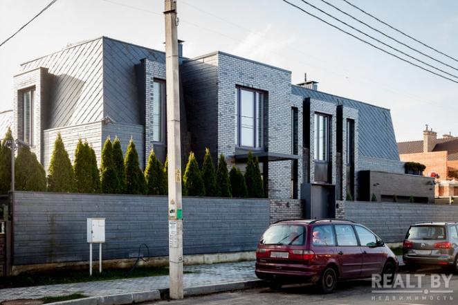 Это точно в Беларуси? Под Минском построили дико крутые коттеджи