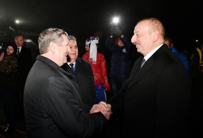 Лукашенко отправил встречать Алиева восточную красавицу