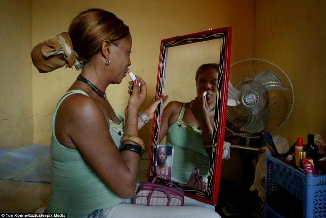 """""""Ангелы смерти"""": фото проституток из Нигерии, где СПИД уносит 10 миллионов жизней в год"""