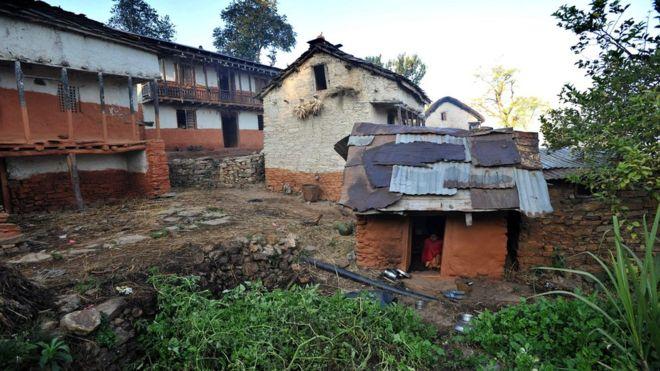 Двое детей погибли с матерью в непальской