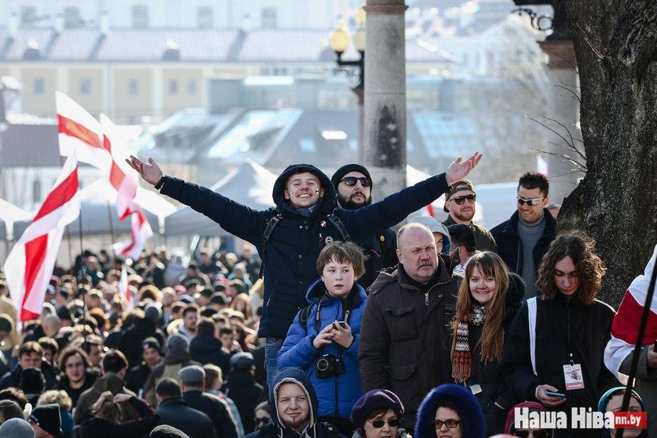 Оппозиция подала заявку на проведение митинга 25 марта возле оперного театра