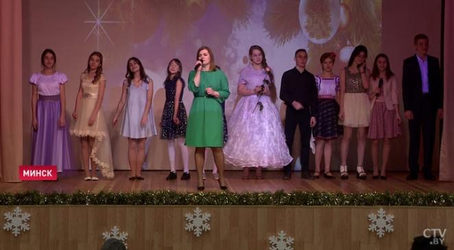 Николай Лукашенко снова привез пенсионерам подарки с президентского подворья