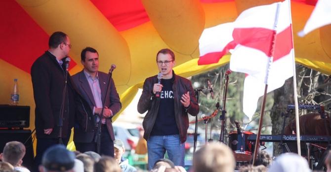 Активиста Дашкевича, задержанного на концерте в честь Дня Воли, отвезли на Окрестина