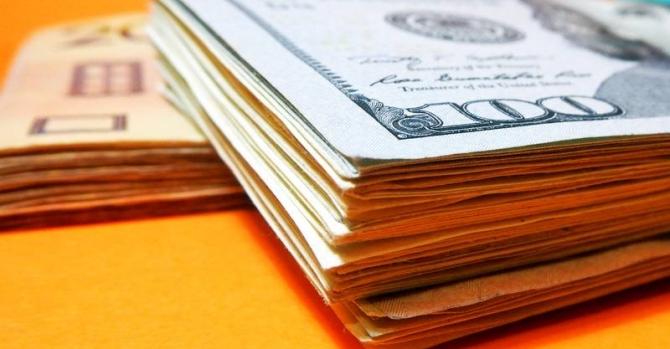 НБУ: Украинцы вначале весны массово приобретали валюту