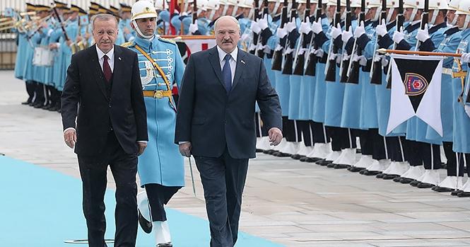 Эксперт объяснил, что не так с визитом Лукашенко в Турцию