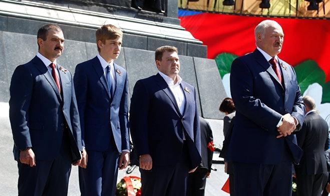 Стал выглядеть старше и солиднее. Николай Лукашенко сменил имидж