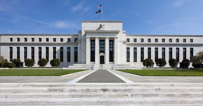 Доллар в мае: проблемы могут начаться уже с первого числа