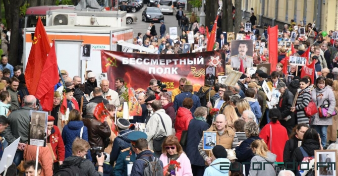 "Participants of ""Immortal Regiment"" bring portraits of Stalin to Minsk"
