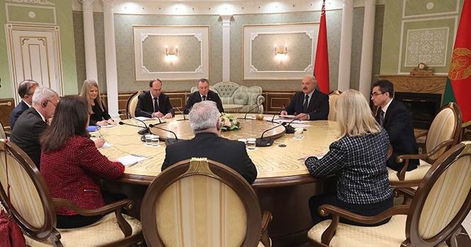 """Лукашенко заявил, что в Беларуси """"чуть-чуть"""" хуже, чем в Швеции"""