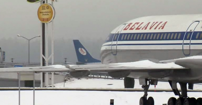 """Загадка рейса B2899: самолет """"Белавиа"""" развернули над Польшей, чтобы снять с него 6 пассажиров"""