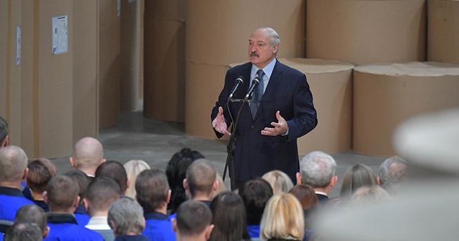 Лукашенко: Россияне давят на нас от зависти