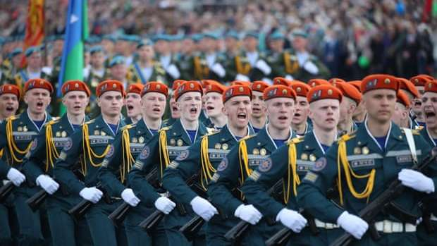 Thousands turn out for VE Day parade in Belarus despite Covid-19 concerns