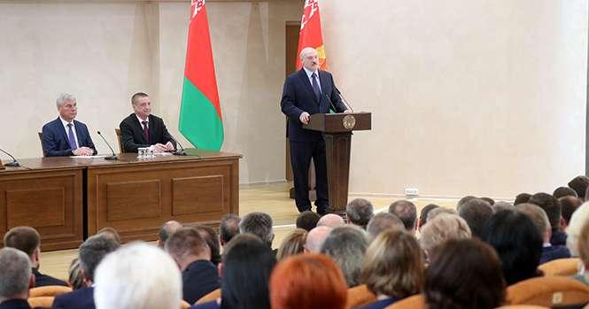 Лукашенко отказался вводить в Беларуси комендантский час
