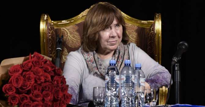 Nobel Author Alexievich Says Lukashenka Faces 'New Generation' In Belarus, Demands Fair Vote