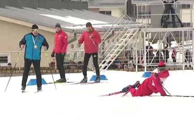 Лукашенко на «Минской лыжне» затмил один из соперников: падал на ровной трассе снова и снова