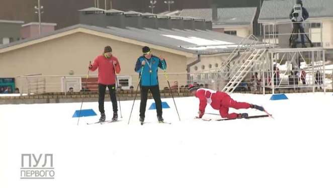 Помните лыжника, который ползал возле Лукашенко в Раубичах? Это известный в прошлом хоккеист и коллега Баскова