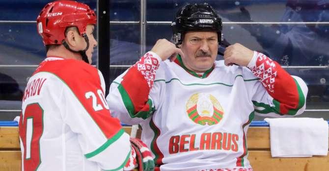Суздальцев: Лукашенко продолжает терять опору во всех слоях белорусского общества